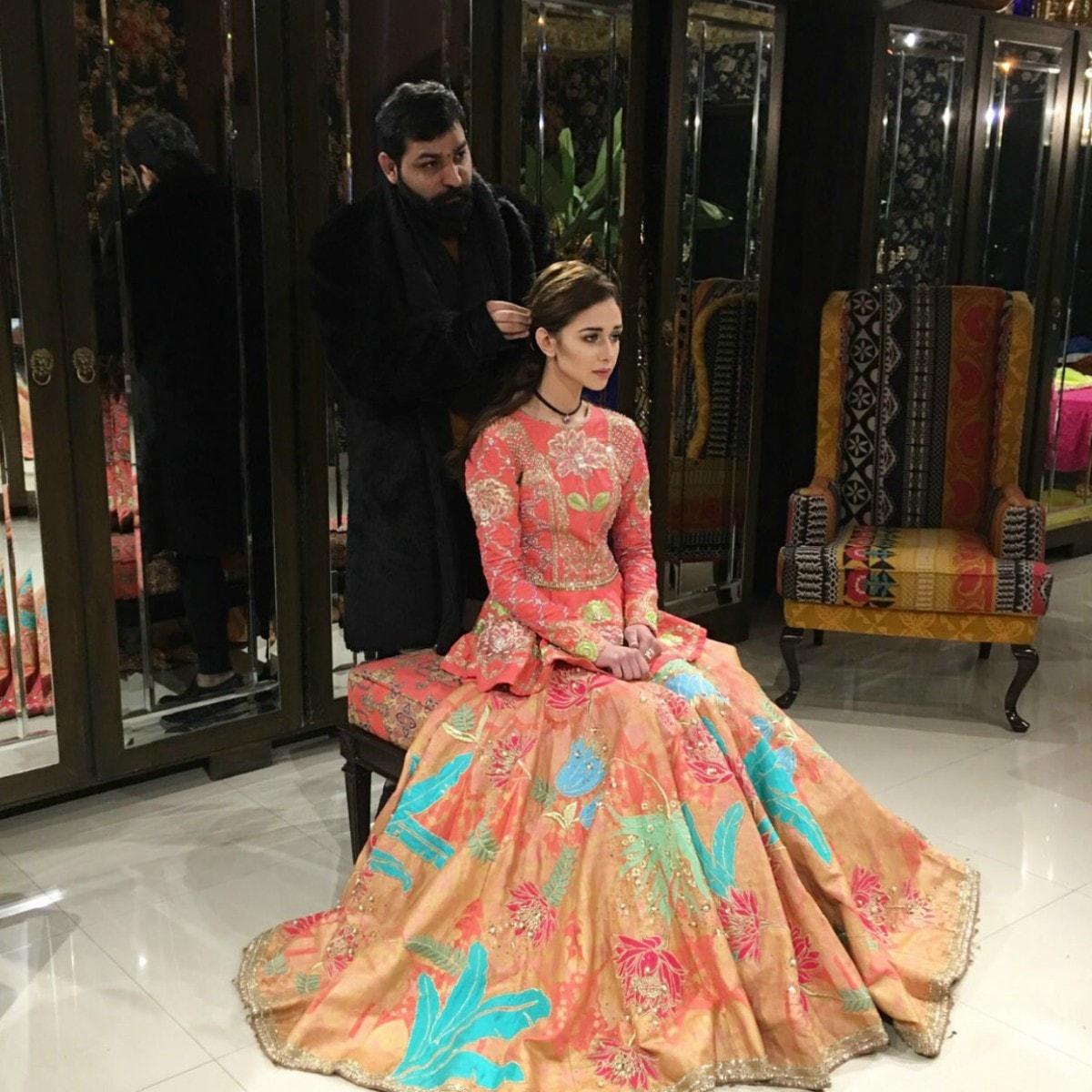 Hadiqa Kiani A Traditional Way Of Comeback Its Looks Impressive!