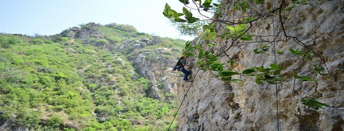 rock climbing training at shahdra ialamabad
